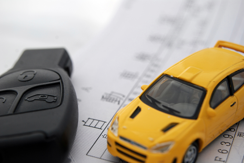 車を売却しても名義変更がなされないと、自動車税の納付書が送られてくる場合や自動車事故や交通違反の責任を負わされるリスクもあります。
